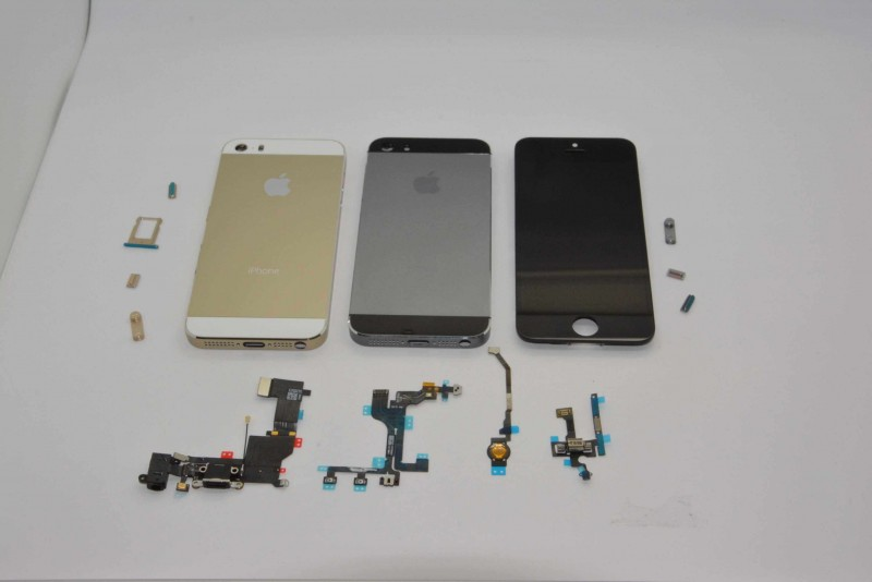 iPhone 5s Gold and Graphite